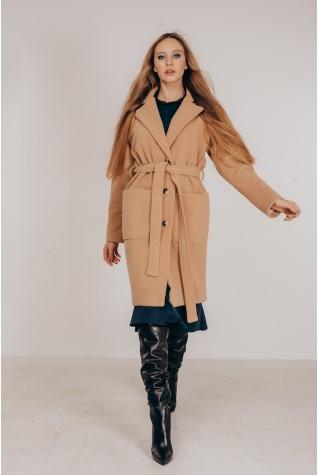Пальто со спущенным плечом из итальянской ткани в цвете кэмел.