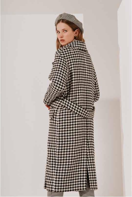 Пальто длинное с хлястиками на рукавах и сзади тип 2