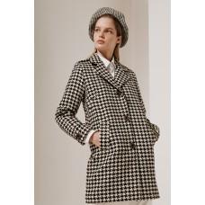 Пальто укороченное с пагонами на плечах и хлястиками. Гусиная лапка