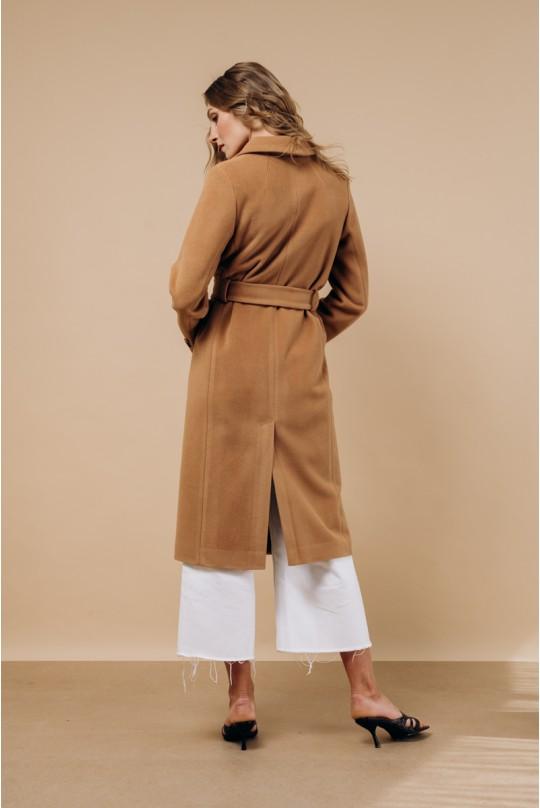 Классическое двубортное пальто в цвете кэмел. Английский воротник.
