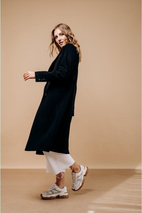 Классическое двубортное пальто в цвете чёрный. Английский воротник.