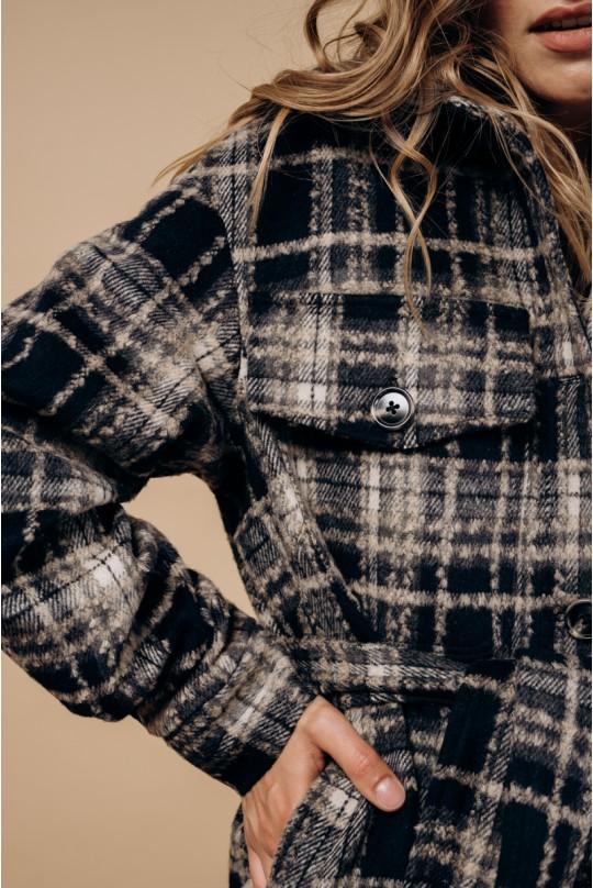 Пальто-рубашка длинное с поясом. В темно синюю клетку.