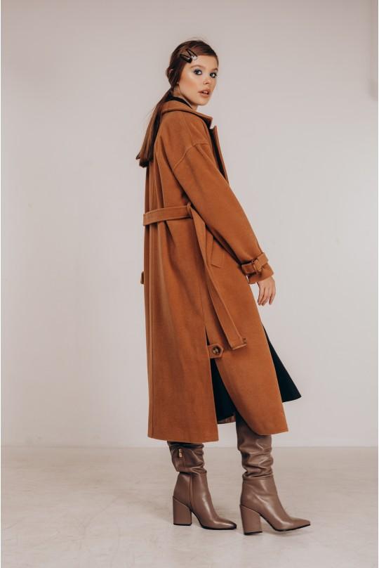 Пальто длинное с распорками по бокам в цвете кэмел.