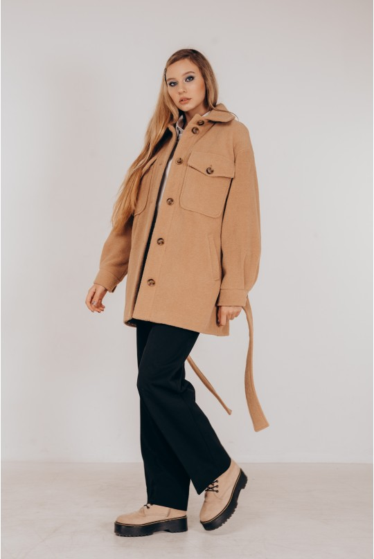 Стильное пальто-рубашка из итальянской ткани в цвете кэмел под пояс
