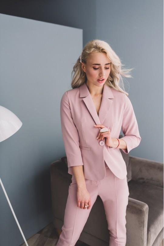 Костюм с укороченным пиджаком
