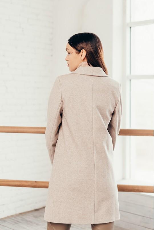 Пальто укороченное бежевого оттенка