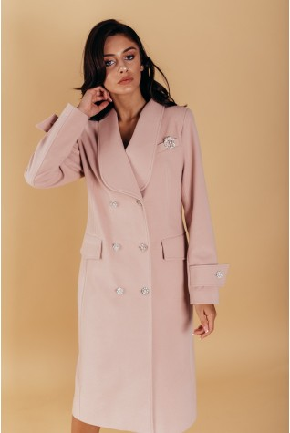 Пальто полуприталенного силуэта с шалевым воротником. С патами на рукавах