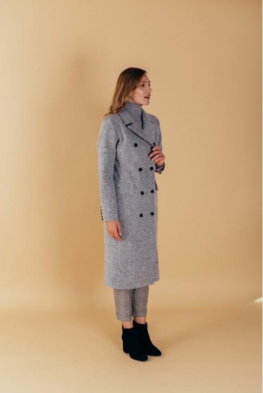 Пальто полуприталенного силуэта с английским воротником серое
