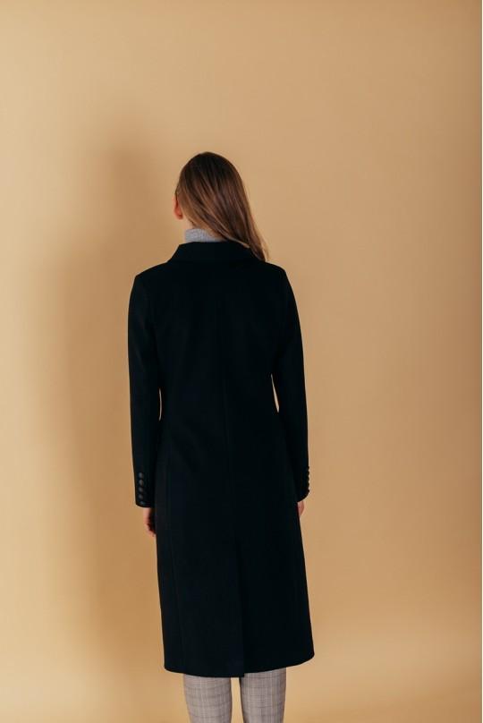 Пальто черное полуприталенного силуэта с английским воротником