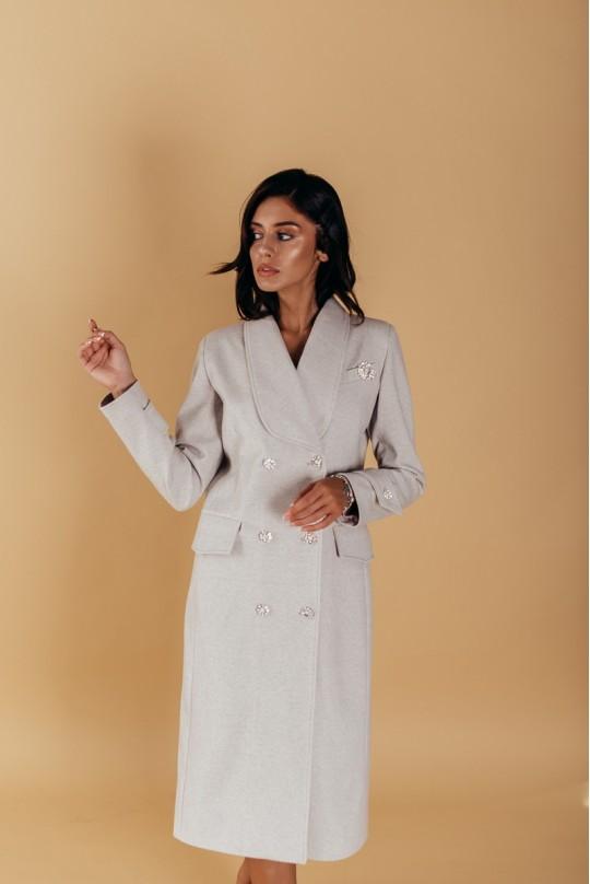 Пальто полуприталенного силуэта с шалевым воротником и патами на рукавах