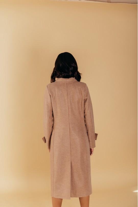 Пальто полуприталенного силуэта с шалевым воротником и патами на рукавах беж