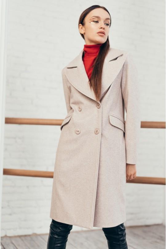 Пальто двубортное до клена со шлицей карманы клапан беж