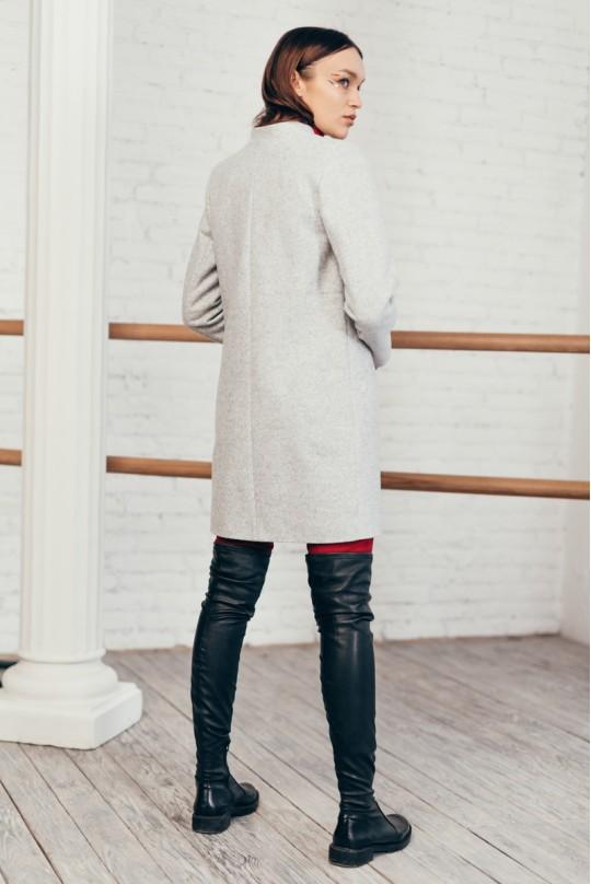 Пальто без воротника серое