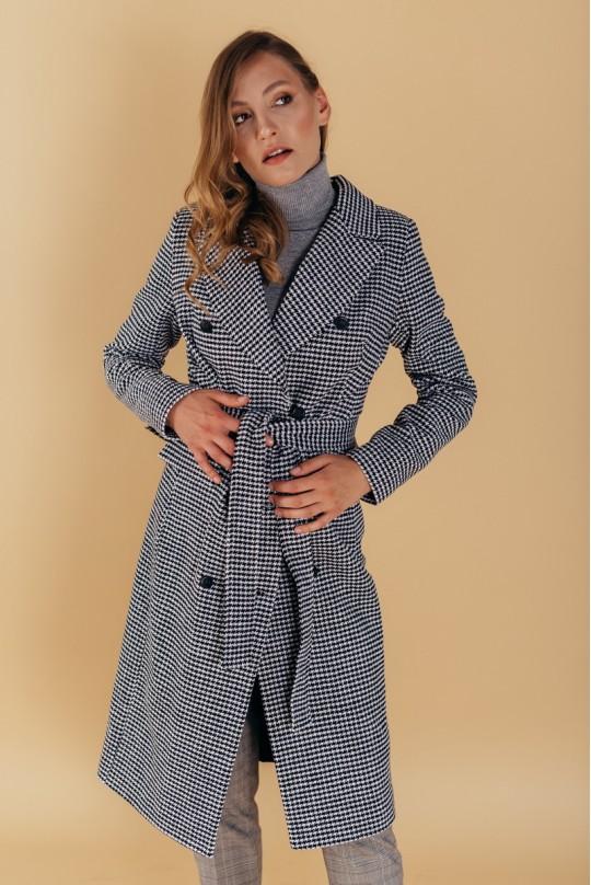 Пальто клетка полуприталенного силуэта с английским воротником